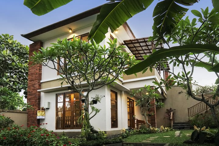 Temuku sari 2bedrooms with garden and jungle view