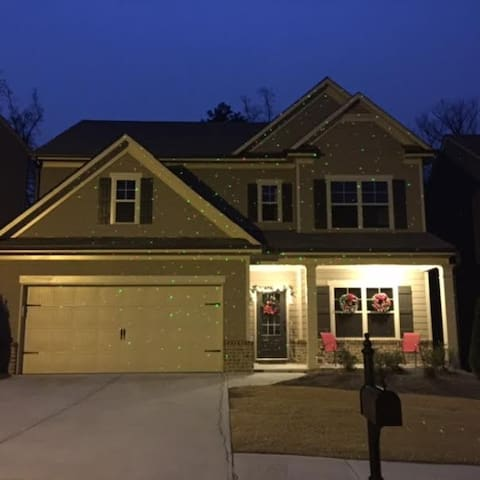Cozy New 3 Bedroom Home in North Atlanta Area - Buford