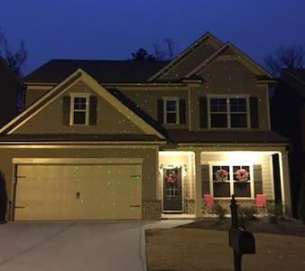 Cozy New 3 Bedroom Home in North Atlanta Area - Buford - Dům