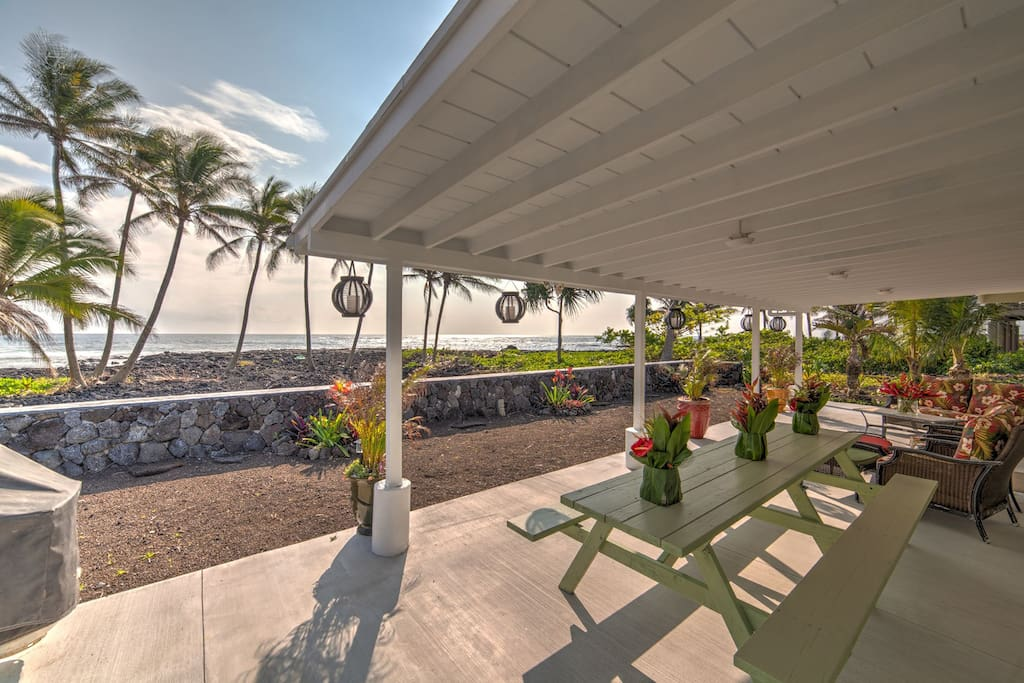 Huge lanai with sitting and dining space.