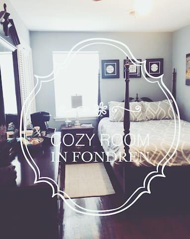 QUIET, COZY ROOM 1 IN HISTORIC FONDREN!!!