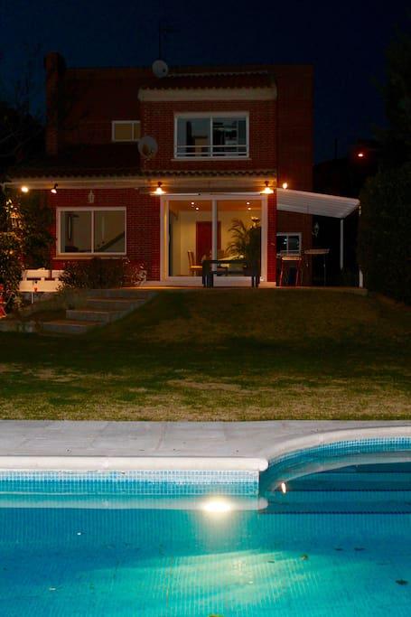 Madrid chalet con piscina y jard n chalets en alquiler for Alquiler bajo con jardin madrid