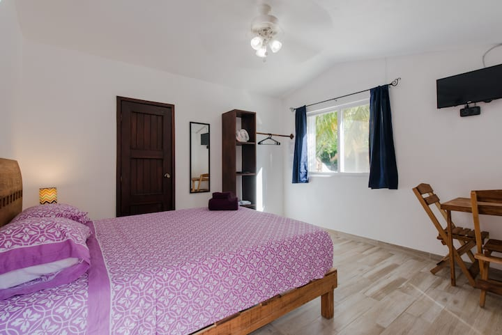 ♦Nice Private Studio with pool, steps to the beach!♦