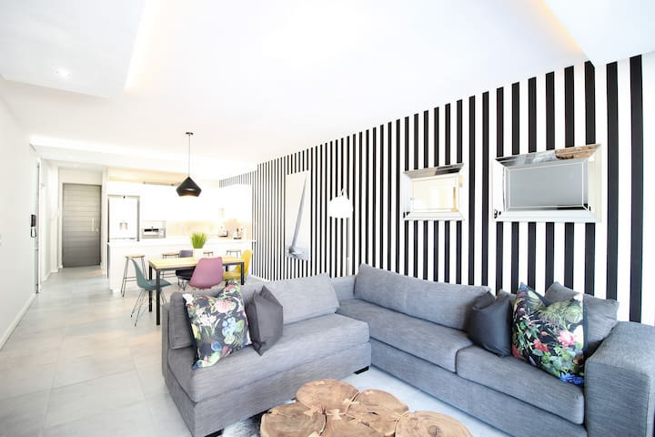 Brand New Green Point Apartment!