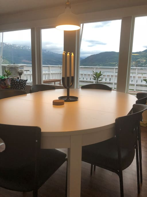 Dinnertable is in the livingroom with the wiew