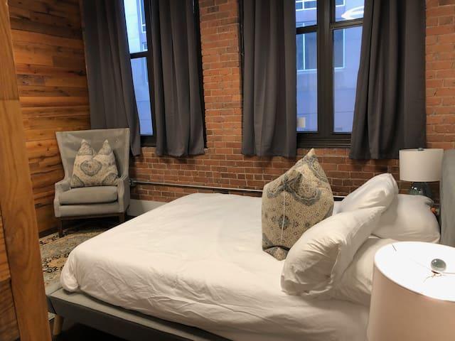 (Loft3) 3 Bedroom Loft,  Spacious & Comfortable!