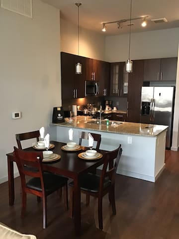 2 bedroom 2 bath Uptown Houston