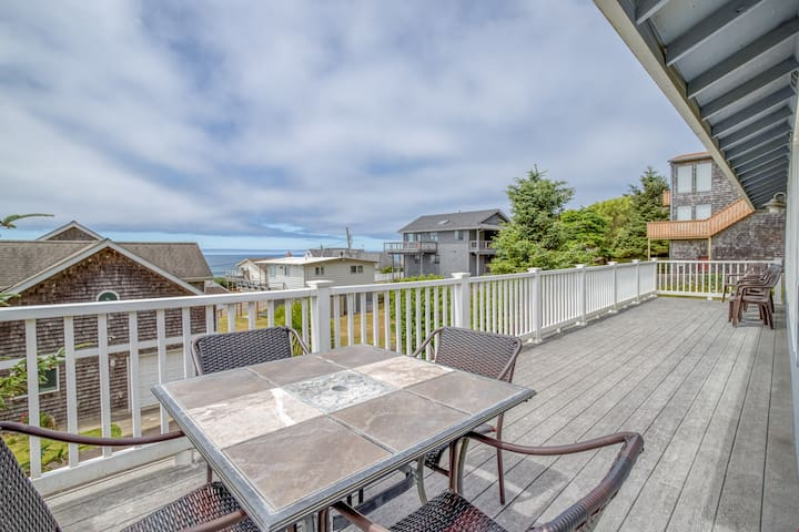 Tides Inn - Roads End Ocean-View Home Has King Master Suite with Spa, Game Room with Pool Table, Wrap-Around View Deck!