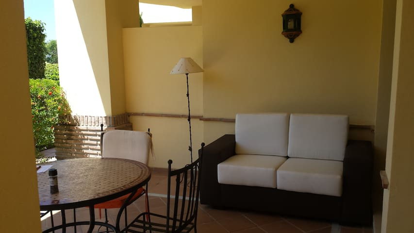 Luxury apartment for 4, Los Arqueros Golf, Spain - Benahavís - Leilighet