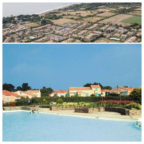 Maison proche bord de mer et plages avec piscines