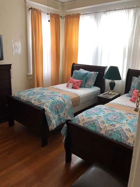 The Guesthouse: Two Twin Room