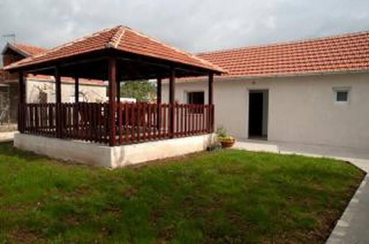 Kuća za odmor ANTONIO - Sukošan - Hus