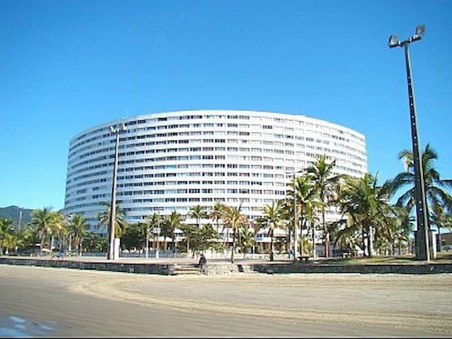 Apartamento frente mar com garagem André Santana