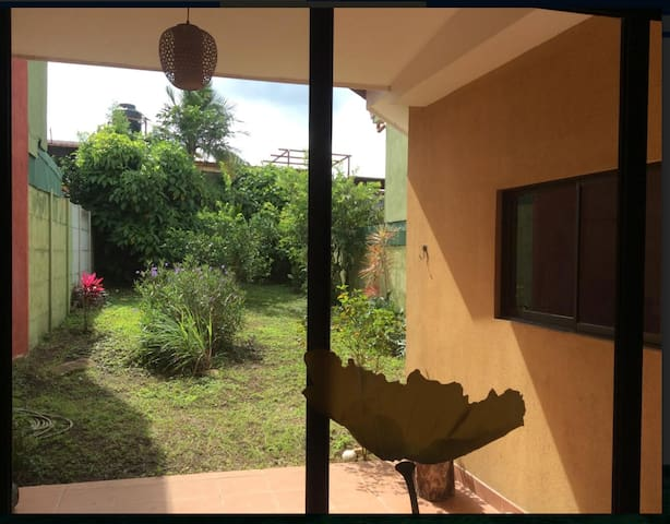 Very nice place to stay, with a big garden. - Heredia - Appartement