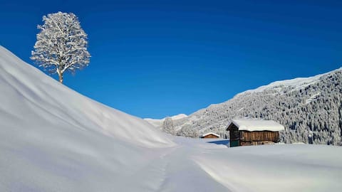 Pulverschnee, Bergbahnen offen,Wellness & Sonne