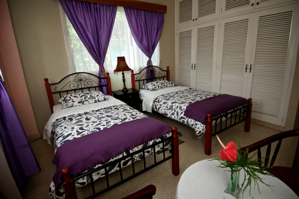 Comfortable room with 2 twin beds, private bathroom
