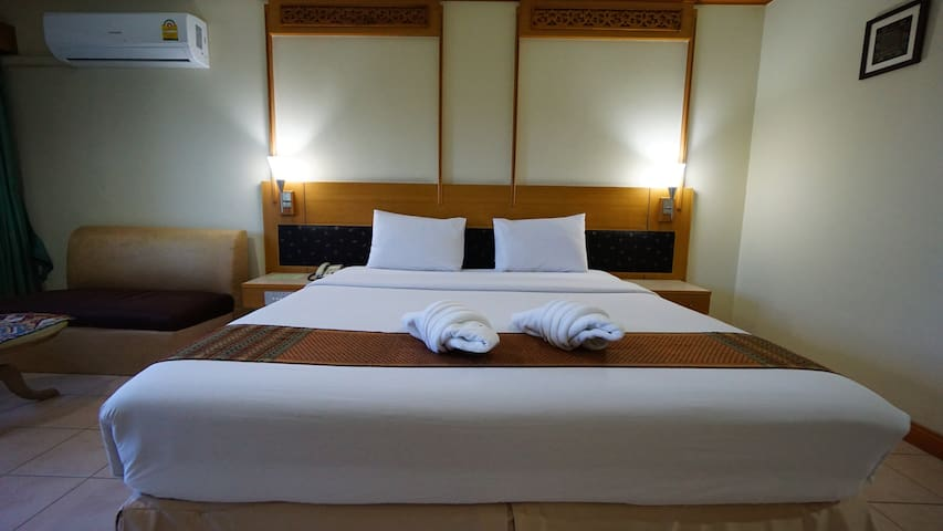 Chiang Mai Station room Town Area + FREE BIKES