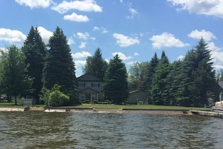 Private Lakefront Home with 4 Bedrooms - Denton Township - Talo