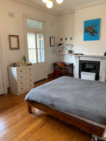 Large, sunny room in beautiful Glebe.