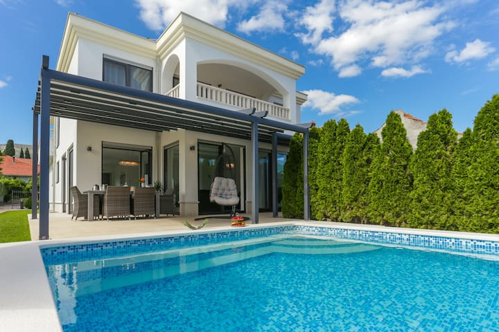 LUXURY HOLIDAY VILLA  IN TROGIR - CITY VILLA