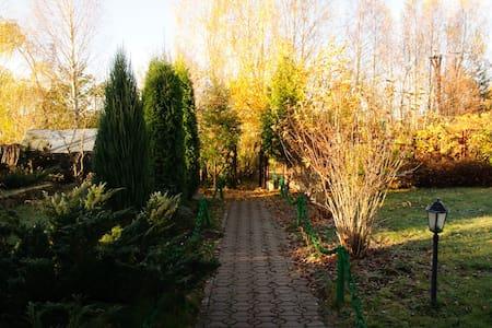 Дом в саду с сауной и камином