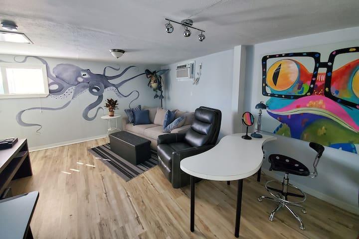 Studio- Gulfport Art District - 1 Block from Beach