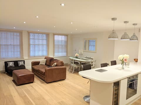 Lovely 1 bedroom apartment with large living space