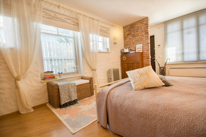 Cozy & romantic studio near beach & center