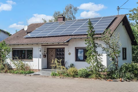 Hermosa casa de vacaciones en Becherbach con terraza