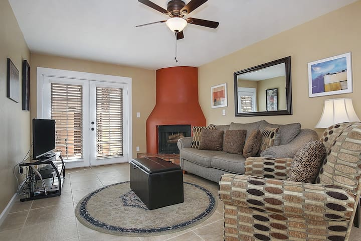 2 bed/2 bath in Old Town Scottsdale