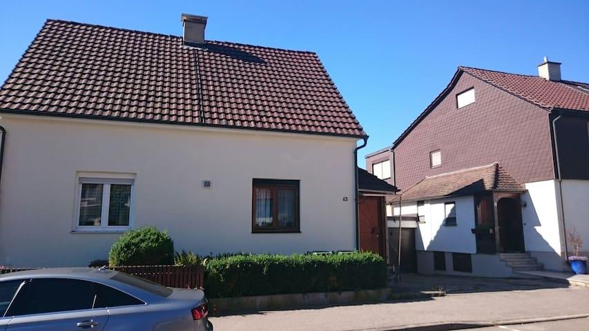 Doppelhaushälfte mit Garten - Bietigheim-Bissingen - Casa
