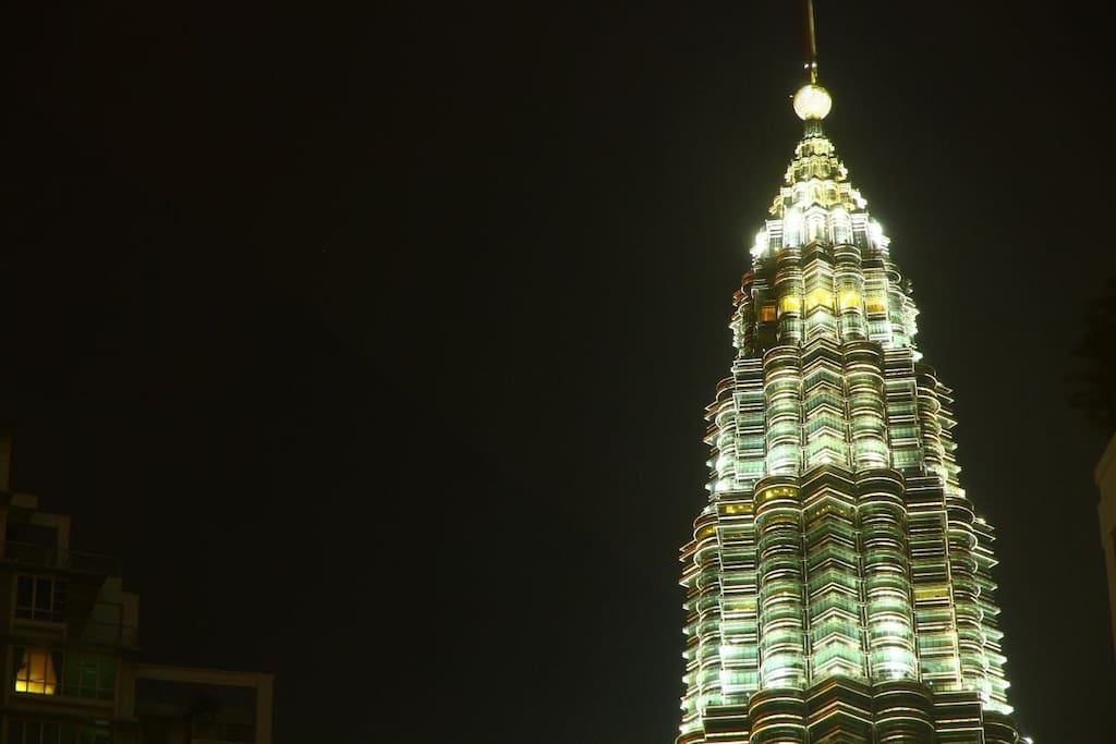 Breathtaking view of KLCC at your fingertips.
