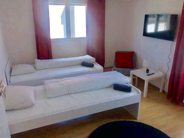 Clean Room (2pax)  BEST Price (Gre1)
