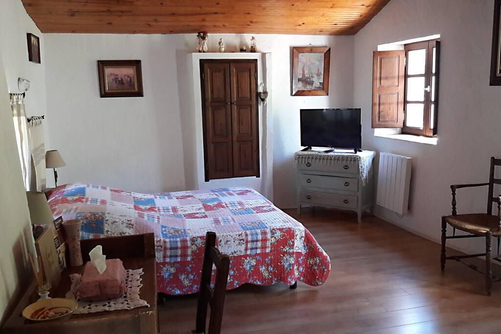 la maison de julie bnb cottages entrevaux b b. Black Bedroom Furniture Sets. Home Design Ideas