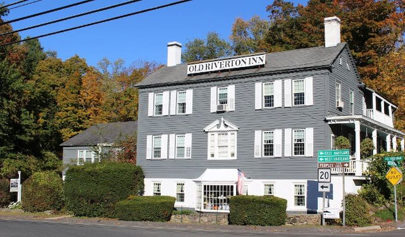 Old Riverton Inn Bed and Breakfast - Barkhamsted