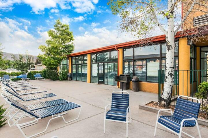Utah Escape! Four Cozy and Clean Units, Breakfast
