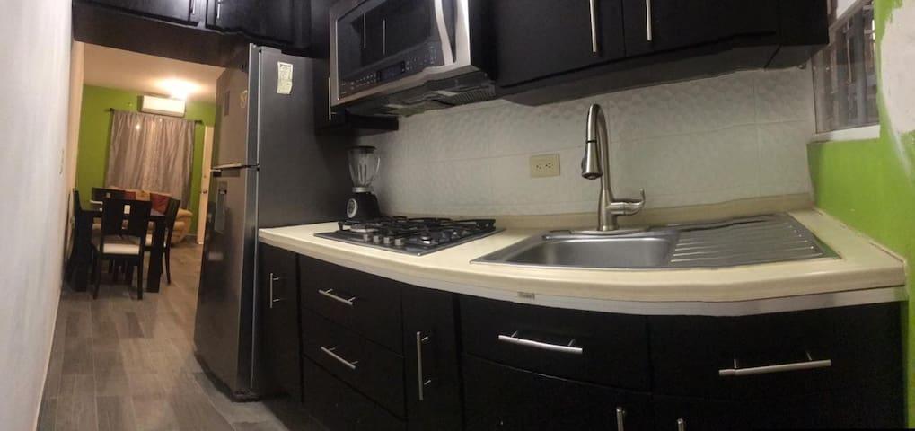 casa A/C,2 hab. cocina, lavadora y secadora.