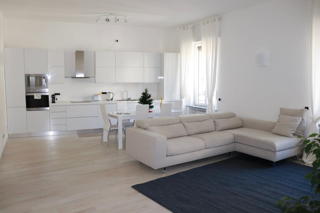 Sitting room with fully equipped kitchen