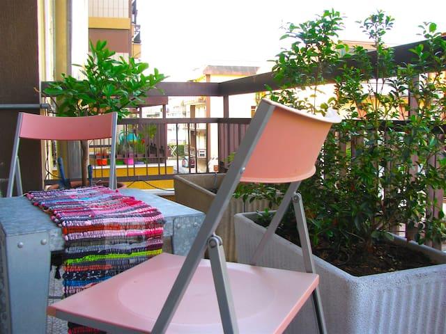 Stanza privata con balcone in comodo appartamento - Bari - Appartement