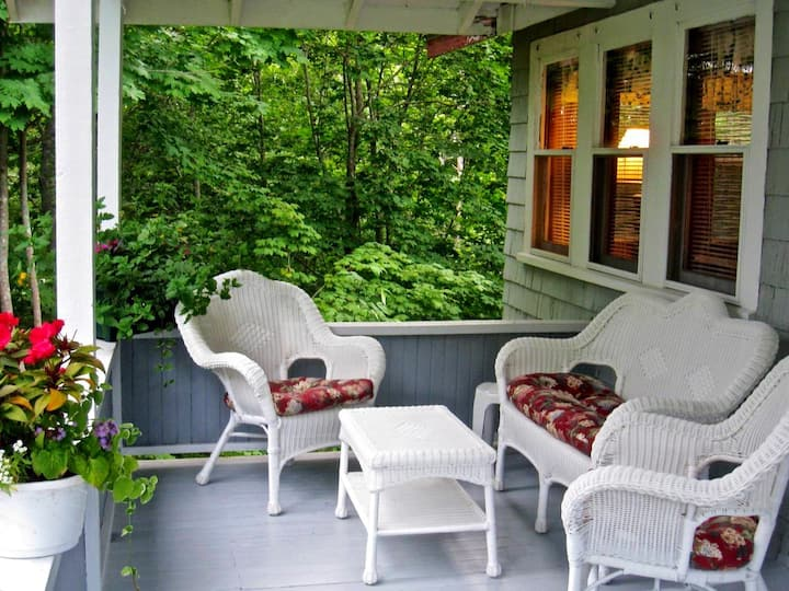 New England Charmer 2 BR w/Covered Porch