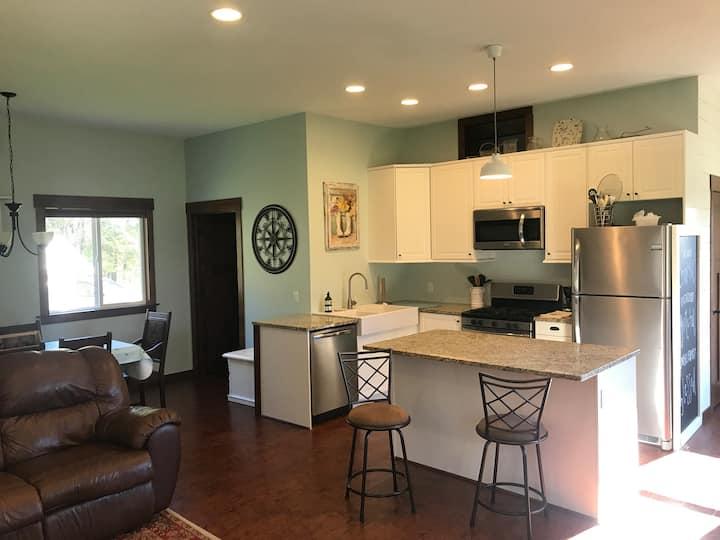 Guesthouse on 20 acre Hobby Farm