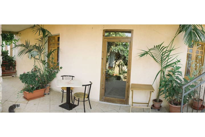 Spacious and quiet apartment in the center - Badesi - Huis