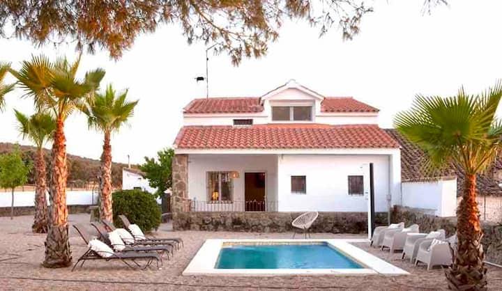 Finca Venta Viñas, piscina privada. Toledo, Nueva.