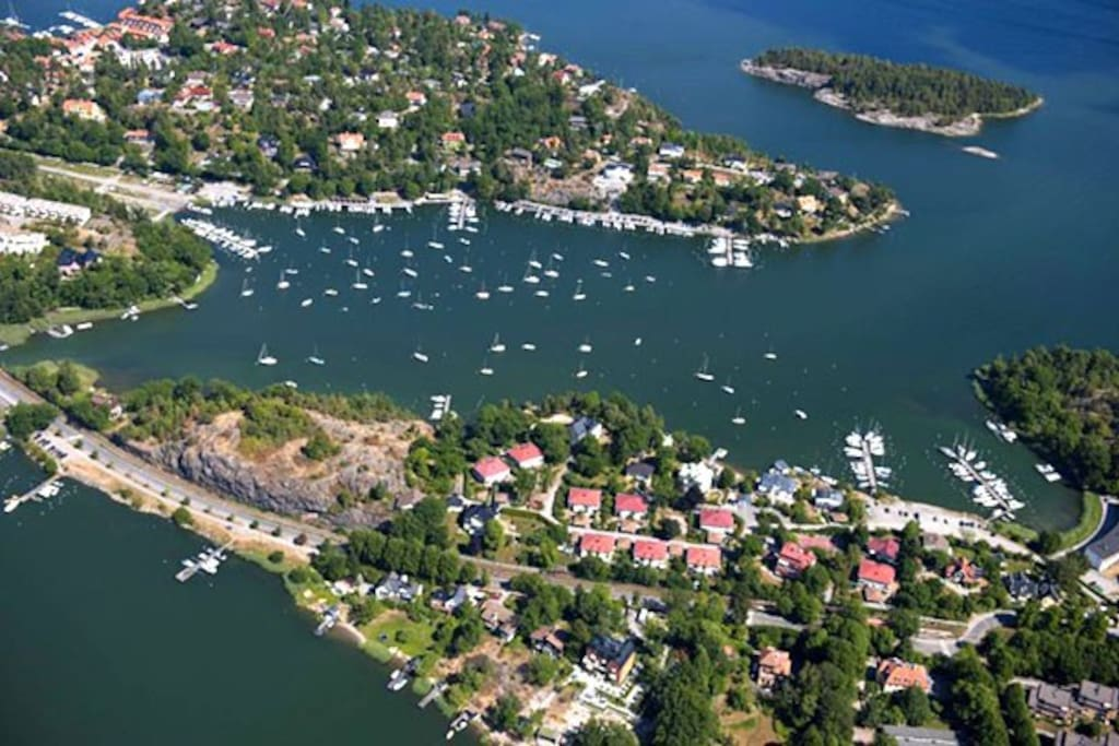 Very nice neighborhood - archipelago, and direct train to the center of Stockholm