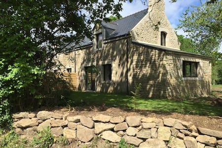 Longère et jardin avec vue sur la Ria - Locoal-Mendon - Talo
