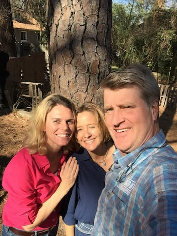We were honored to spend the day filming with Pete Nelson, of Treehouse Masters' fame.  The show will air in July/August 2018 on Animal Planet and will be called: Ultimate Treehouses.  Pete is an amazing guy!