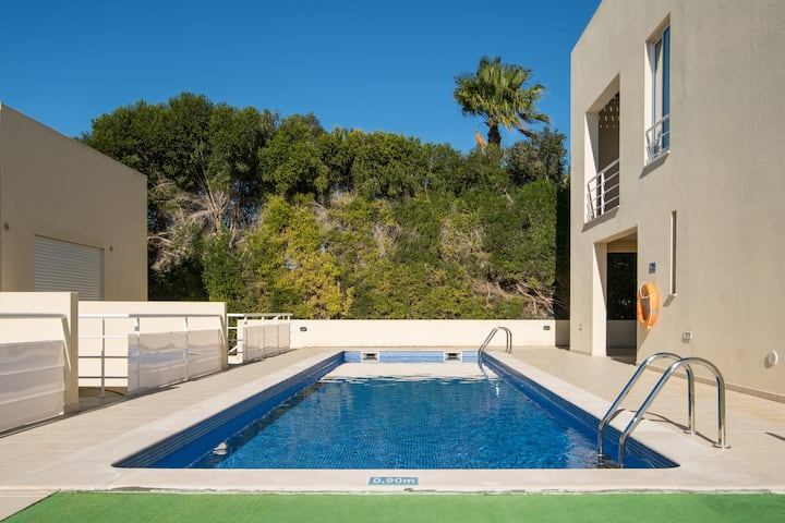 Free WiFi, Pool just 2 steps from your front door