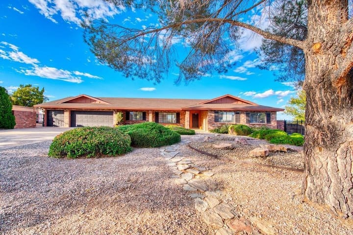 SIerra Vista Home with Beautiful Mountain Views