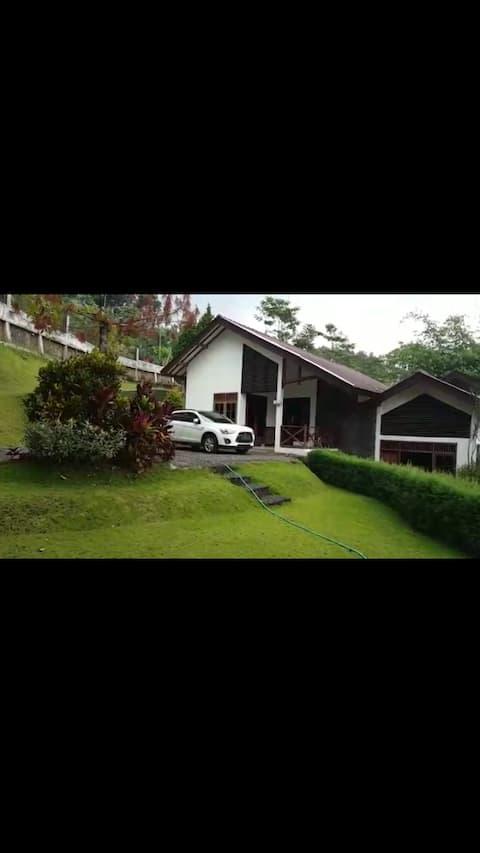 5 bedrooms -  Villa Rambutan ledug prigen, Tretes