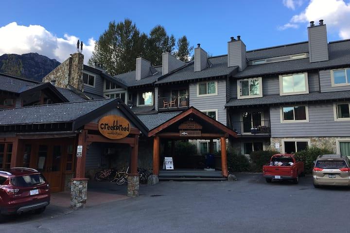 Studio Apartment - Whistler Creek Lodge